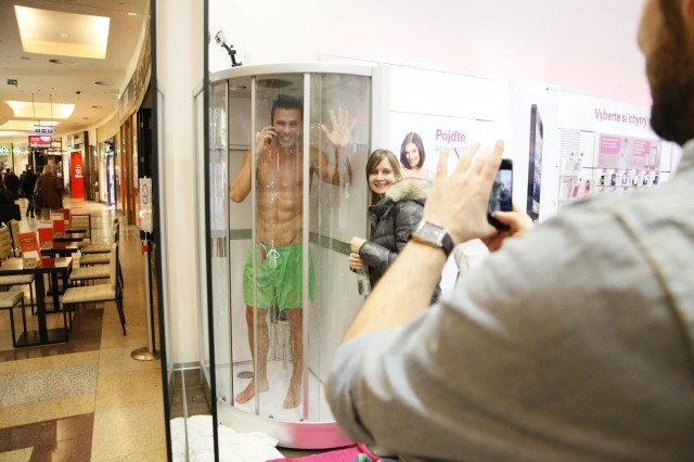 XZ Retail 10 640x426 T Mobile store promotes new Xperia with built in shower, hottie included   just how wet can this phone get? (NSFW)